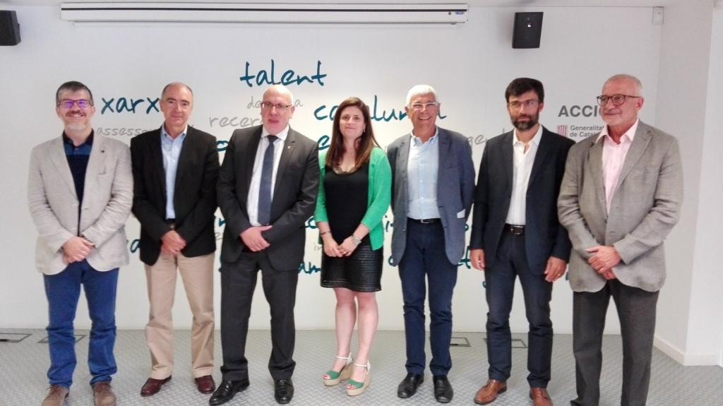 El conseller d'Empresa i Coneixement de la Generalitat de Catalunya, Jordi Baiget, i la Directora General d'Indústria i consellera delegada d'ACCIÓ, Núria Betriu, amb els líders de les 5 comunitats RIS3CAT.