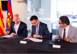 Jordi Cruyff, Josep Maria Bartomeu i Jordi Monés signen l'acord amb entre el Barça i el Johan Cruyff Institute | Foto: Germán Parga, FCB