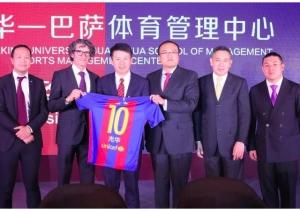 Jordi Monés, amb membres del FC Barcelona i de la Universitatd de Pequín